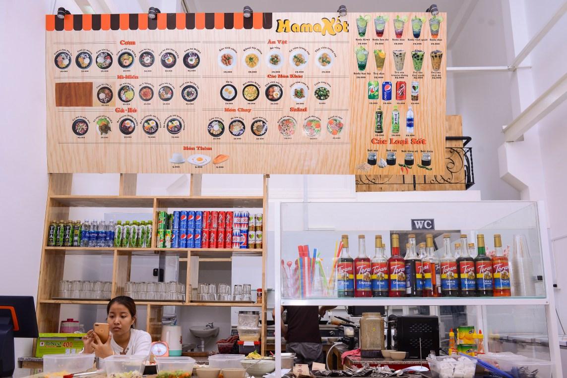 Không gian quầy bán đồ ăn của Mama Xốt