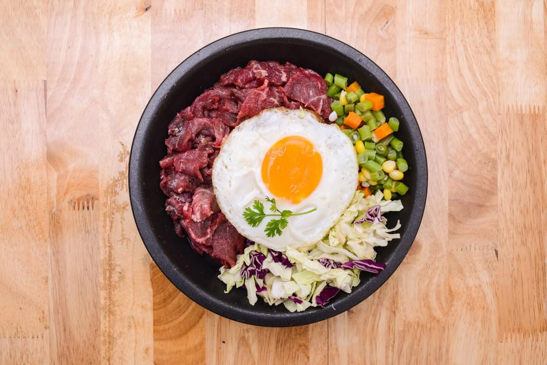 Món bò bít tết trứng chiên