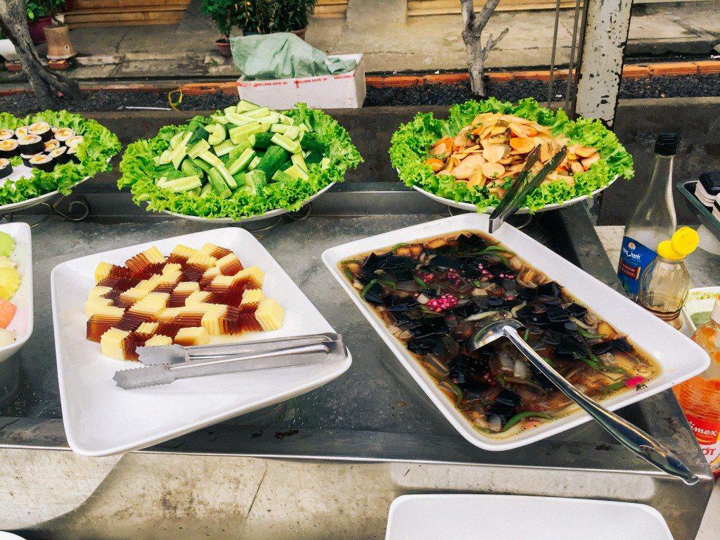 Các loại thức ăn liền tại nơi lấy thức ăn