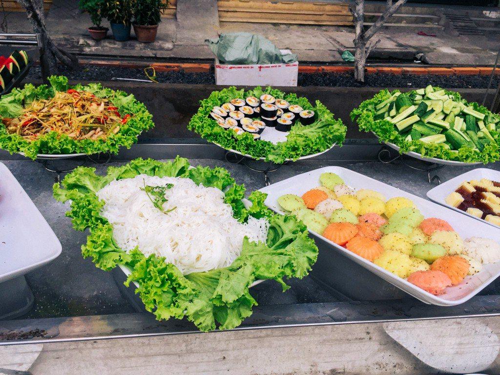 Các món rau và thức ăn nhẹ đi kèm ngon