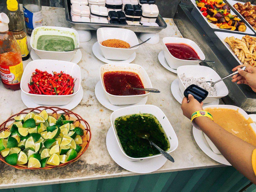 Các món gia vị được kèm theo tại Buffet Chú Tèo