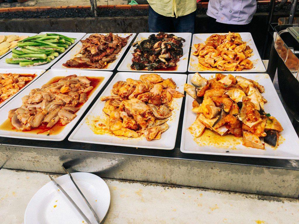 Các món thịt cá được ướp sẵn bắt mắt