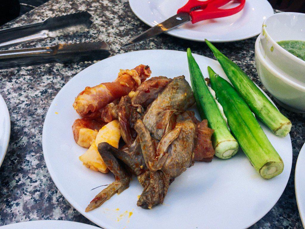 Một dĩa đồ ăn mà mình lấy để nướng