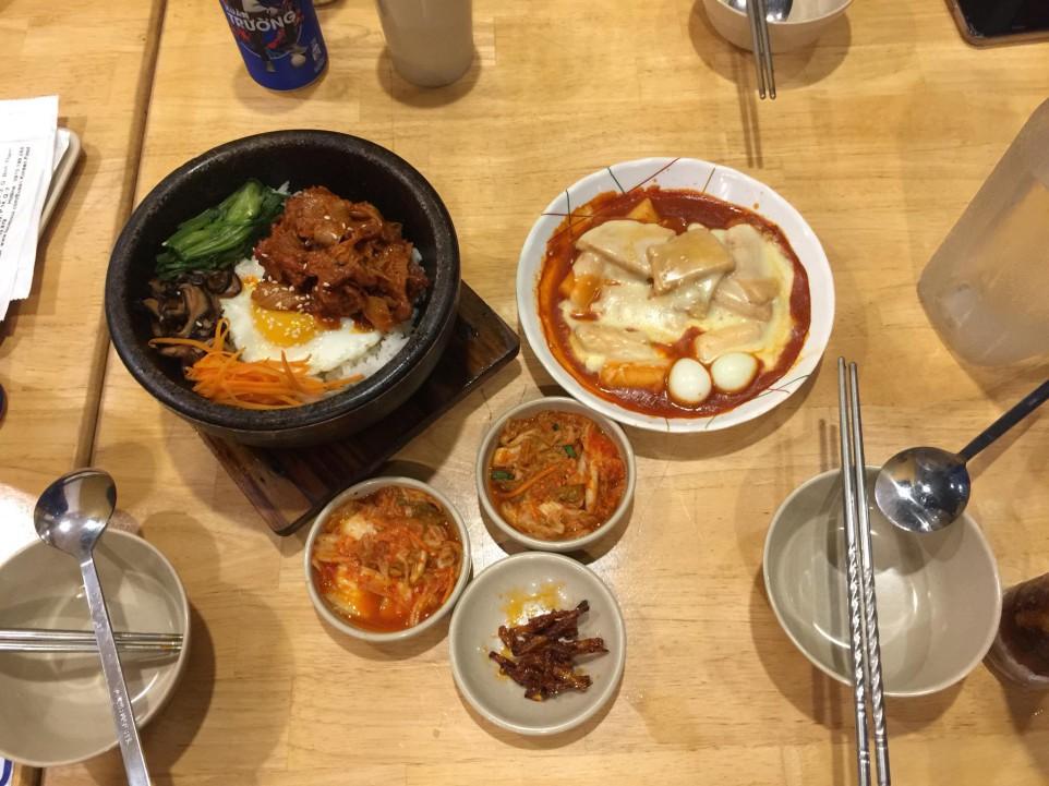Một phần ăn của 3 người tại Busan quán