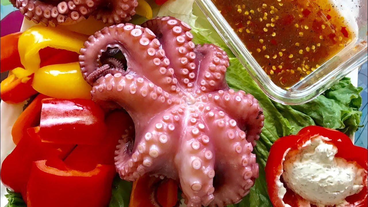Đây là món ăn không dành cho những thực khách yếu tim, nhưng sẽ rất thú vị đối với thực khách yêu thích món ăn này : Mực khổng lồ
