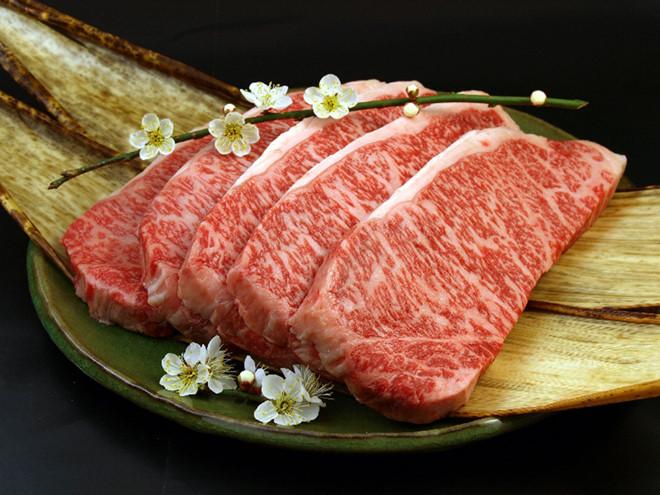 Với các nguyên liệu tươi và sạch , tạo nên những món ăn tốt cho sức khỏe và ngon miệng