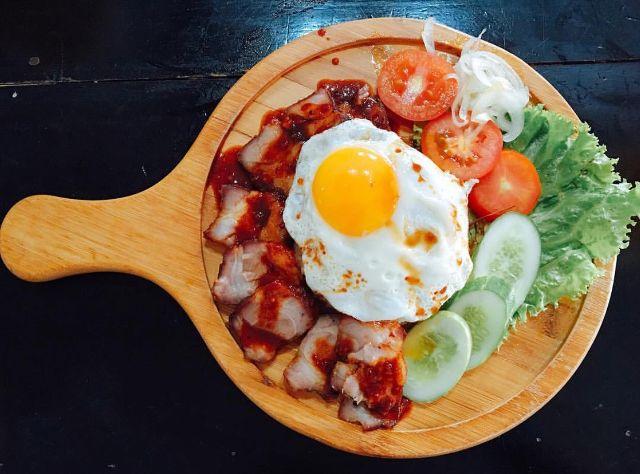 Cơm xá xíu trứng