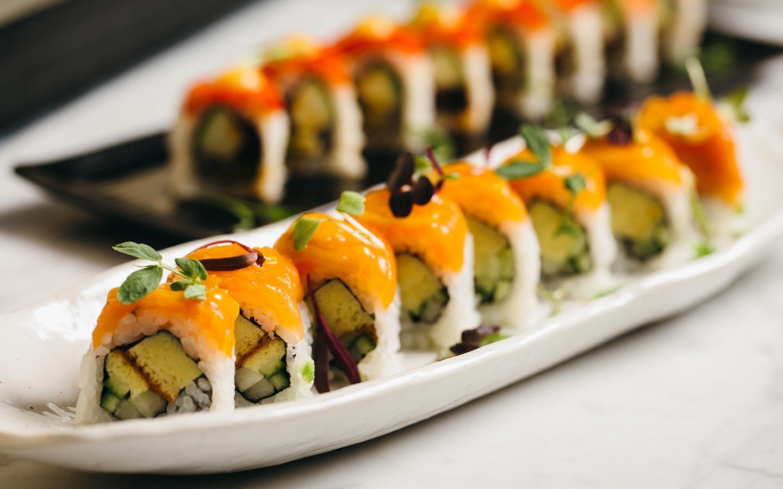 Sushi là món ăn nổi tiếng của Nhật Bản, hãy thử nhé