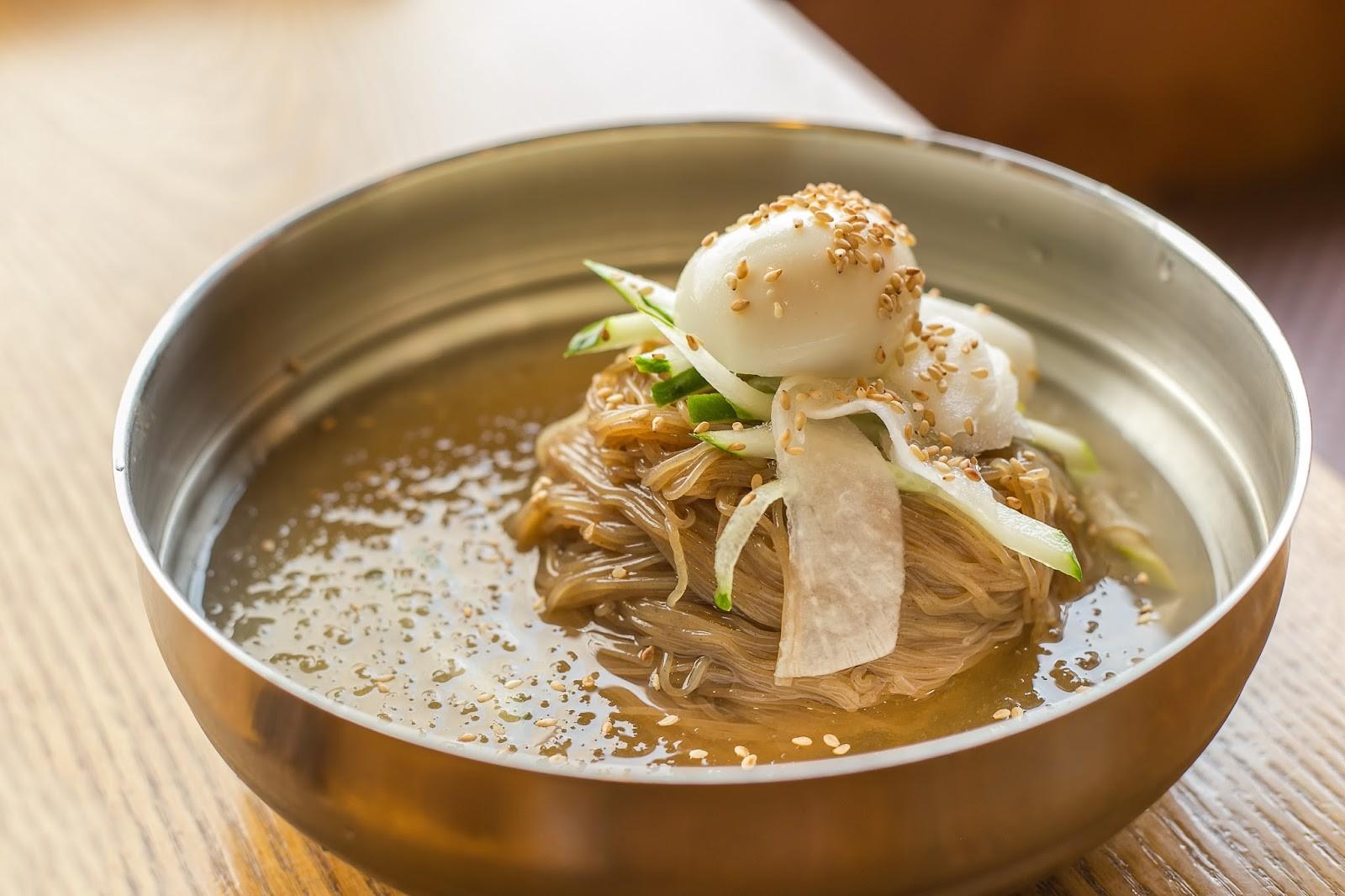Ngoài ra nhà hàng còn có rất nhiều các món ăn truyền thống Nhật Bản, và không thể không kể đến đó là mì lạnh
