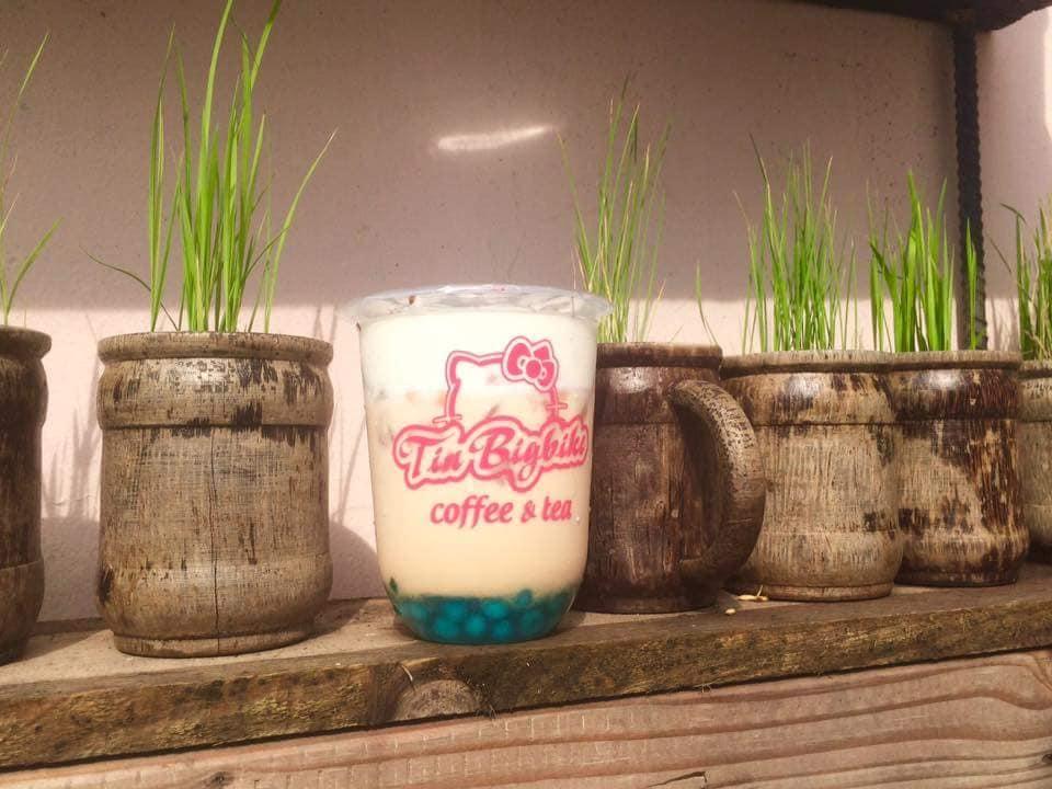 Trà sữa tại quán là thức uống yêu thích của nhiều bạn trẻ