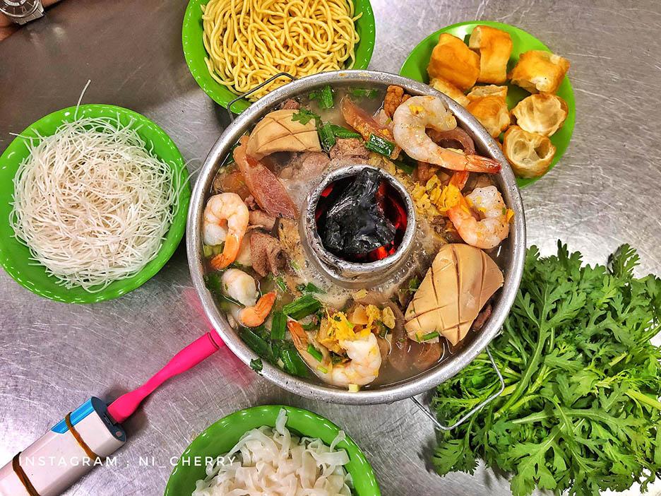 Ăn ngập mặt tại Lẩu cá Dân Ích - 99 Châu Văn Liêm, Quận 5
