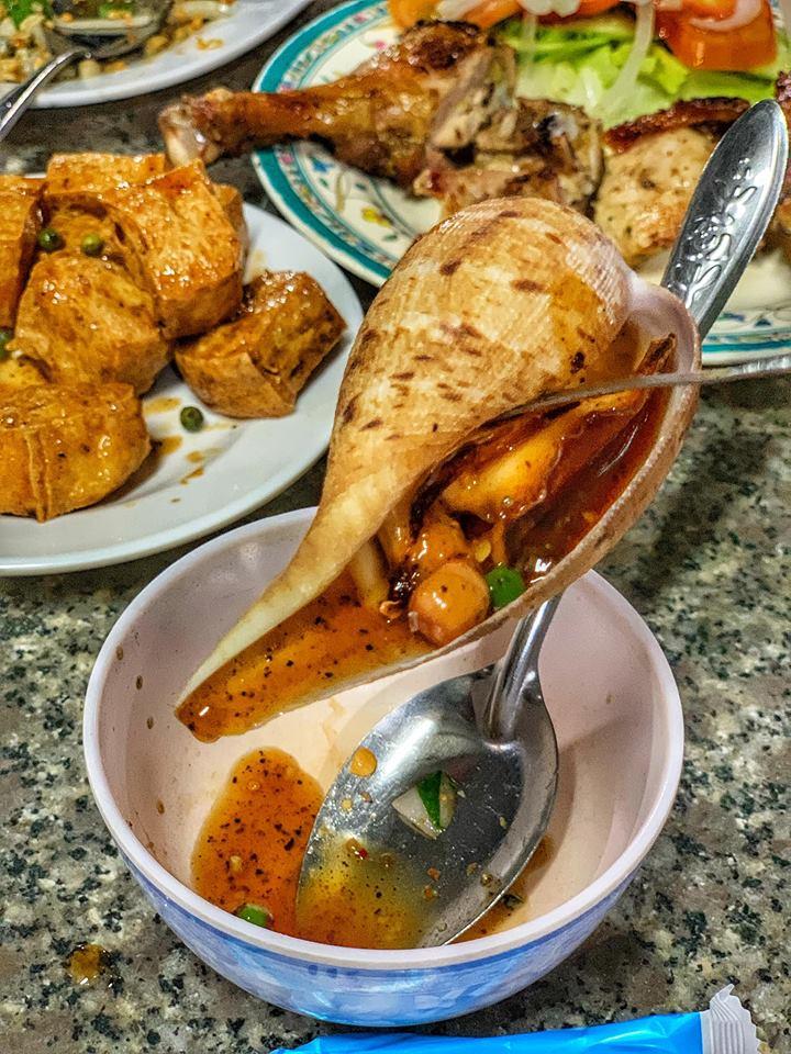 Quán ăn với cực phẩm Gà nướng và Hải sản sốt tiêu