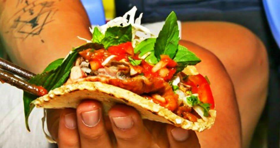 Tacos vịt nướng